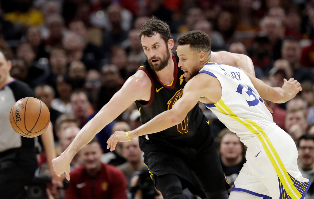 . Cleveland Cavaliers\' Kevin Love, left, and Golden State Warriors\' Stephen Curry battle for the ball in the first half of an NBA basketball game, Monday, Jan. 15, 2018, in Cleveland. (AP Photo/Tony Dejak)