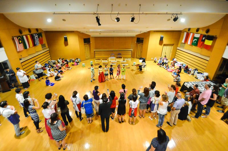 grade 2 cross cultural lunch 2014-76.jpg