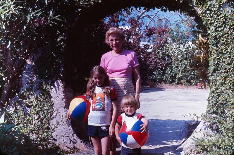 1977 05 Bermuda 2.jpg