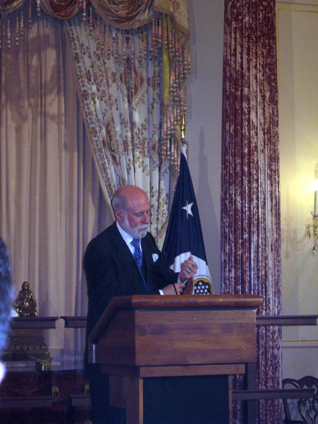 """Vint Cerf shows his cufflinks, """"CTRL"""" and """"ESC"""""""