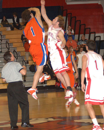 Marshall County Boys Varsity Basketball vs. Bishop Rummel(LA) December 28, 2005.  Marshals win 55-52!