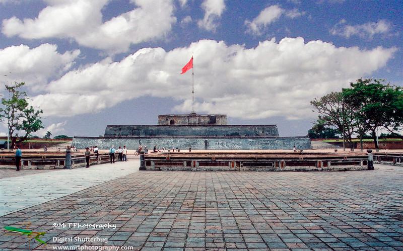 200208_Imperial_City,_Hue_-_flag_tower.jpg
