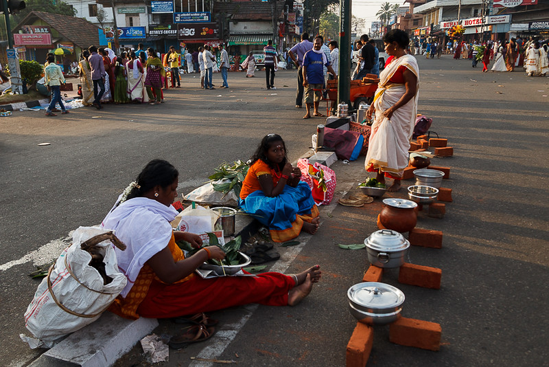 The entire city will be occupied by ladies who have come to offer the pongala be it on the roads, pavements and any place they can get hold to.