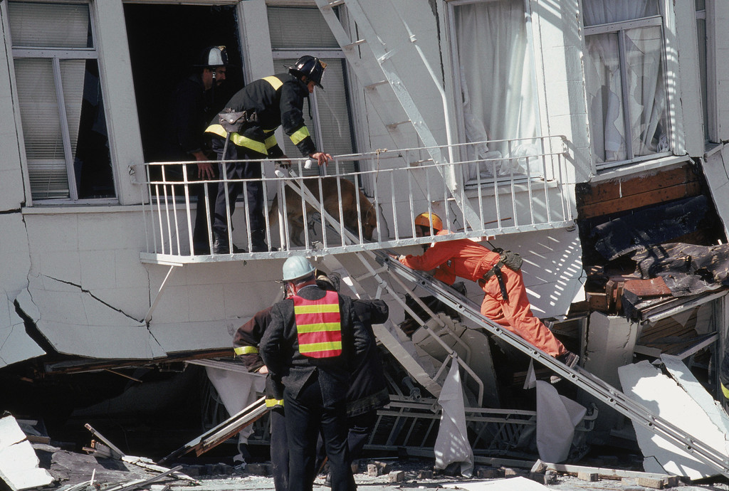 . General view of rescue attempts in the Marina District disaster zone after the 6.9 earthquake on October 17, 1989 in San Francisco, California.  (Photo by Otto Greule Jr /Getty Images)