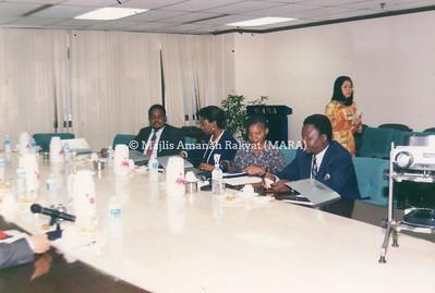 1994 - LAWATAN MENTERI DARI ZIMBABWE KE IBU PEJABAT MARA