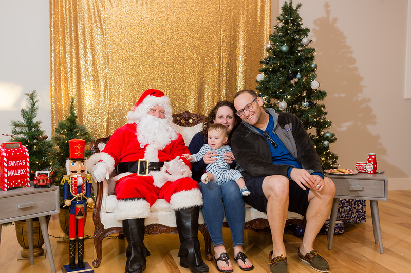 FADS Picture with Santa-233.jpg