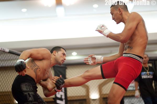 Max Holloway vs Travis Beyer