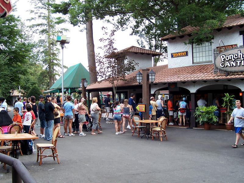 Poncho Cantina queue at 5:42pm.