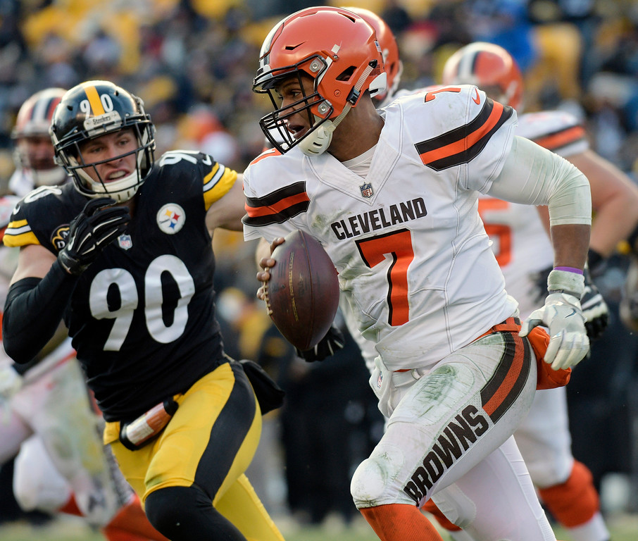 . Cleveland Browns quarterback DeShone Kizer (7) scrambles with Pittsburgh Steelers outside linebacker T.J. Watt (90) in pursuit during the first half of an NFL football game in Pittsburgh, Sunday, Dec. 31, 2017. (AP Photo/Don Wright)