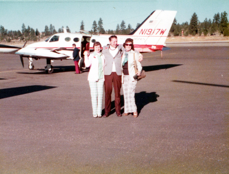 1973 Viv and the Allen's at vet conference.jpeg