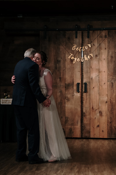 rustic_ohio__fall_barn_wedding-398.jpg