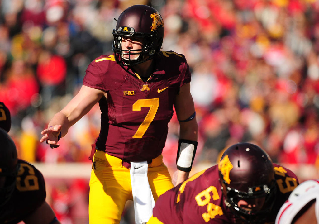 . Minnesota quarterback  Mitch Leidner calls out the play during the first quarter. (Pioneer Press: Scott Takushi)