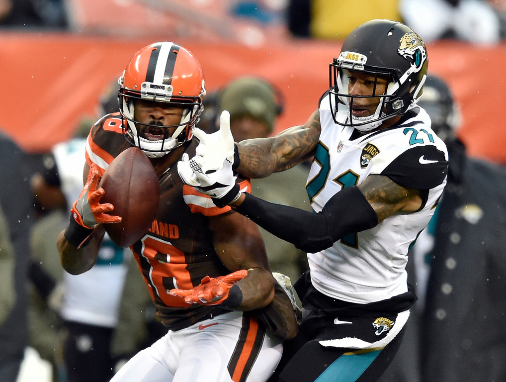 . Cleveland Browns wide receiver Kenny Britt (18) catches a pass against Jacksonville Jaguars cornerback A.J. Bouye (21) in the second half of an NFL football game, Sunday, Nov. 19, 2017, in Cleveland. (AP Photo/David Richard)