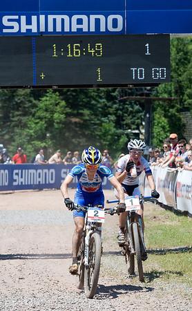 One lap to go - Catharine Pendrel - Luna Pro Team / Julie Bresset - BH-Suntour-Peisey Vallandry