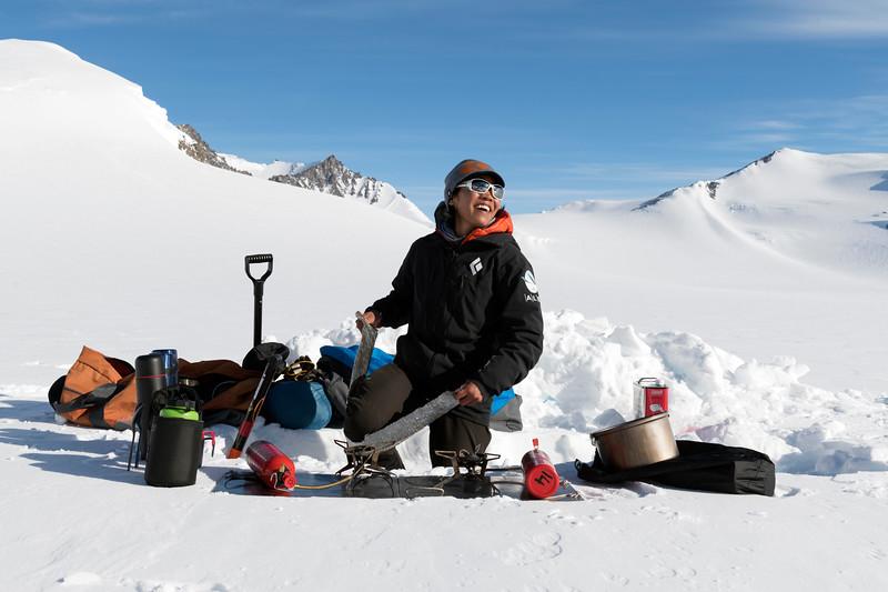 Climb Antarctica Women -1-11-18100102.jpg