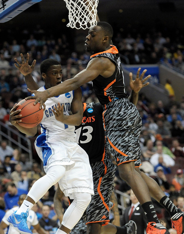 . Creighton\'s Austin Chatman, left, tries to past against Cincinnati\'s Cheikh Mbodj, center, and Justin Jackson during the first half of a second-round game of the NCAA college basketball tournament, Friday, March 22, 2013, in Philadelphia. (AP Photo/Michael Perez)