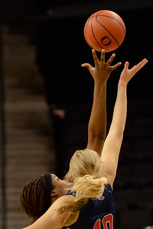 Women Duck Basketball v Fresno State
