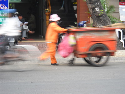 Saigon - Street sweeper - Boat loading - District 7 - Hein (bott ly)