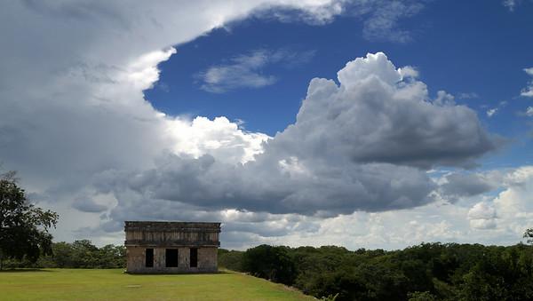 Uxmal- Merida-Chichén Itzá -  Cenote IKKIL- Playa del Carmen
