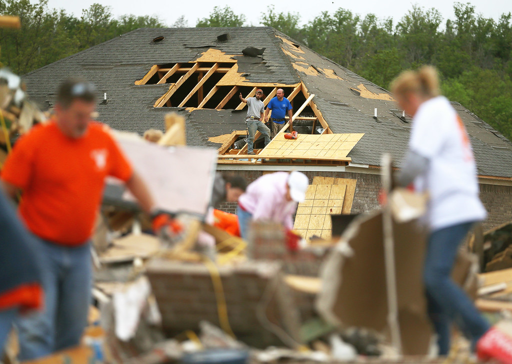. Volunteers help clean debris at the site of a home that was detroyed after a tornado hit the area April 29, 2014 in Vilonia, Arkansas. Deadly tornadoes ripped through the region April 27, leaving more than a dozen dead.  (Photo by Mark Wilson/Getty Images)