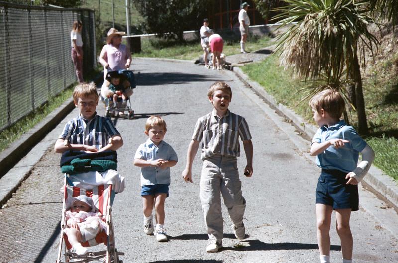 1989 11 132-14 Peters & Mathews @ zoo.jpg