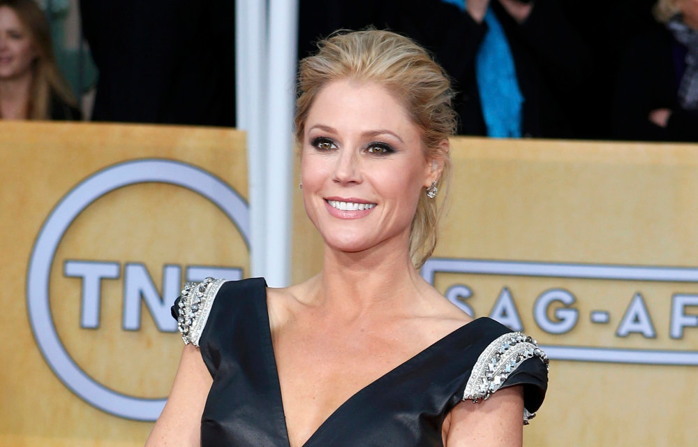 ". Actress Julie Bowen of the TV comedy ""Modern Family\"" arrives at the 19th annual Screen Actors Guild Awards in Los Angeles, California January 27, 2013.  REUTERS/Adrees Latif"