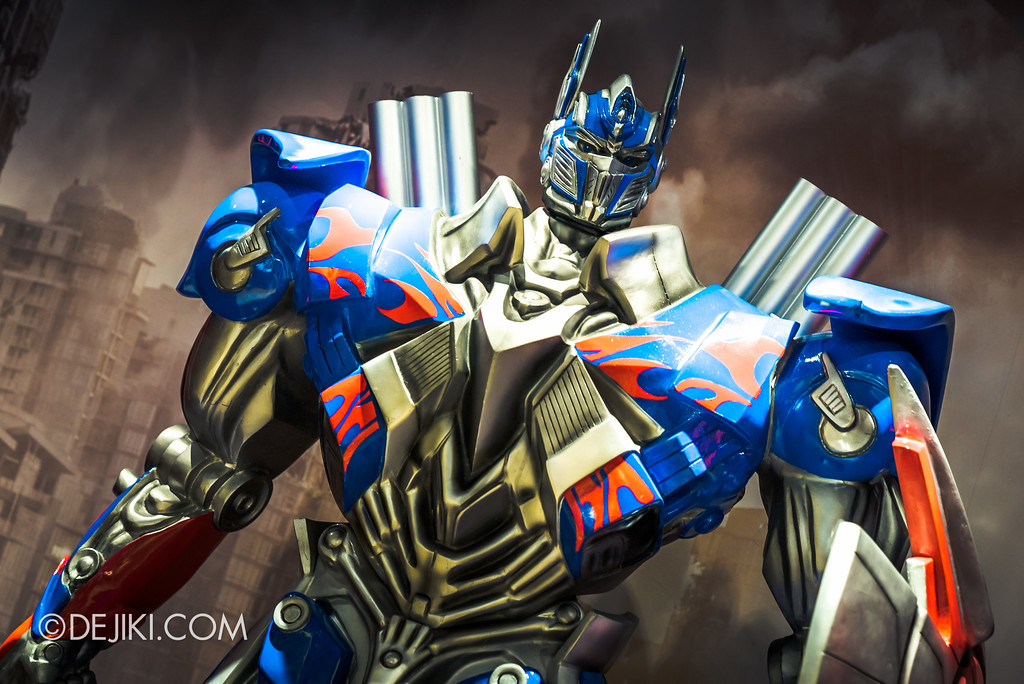 Universal Studios Singapore Park Update June 2017 - Transformers The Last Knight Optimus Prime display at Silver Screen Store