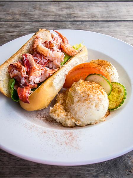 prince edward island lobster roll lobster barn 5.jpg