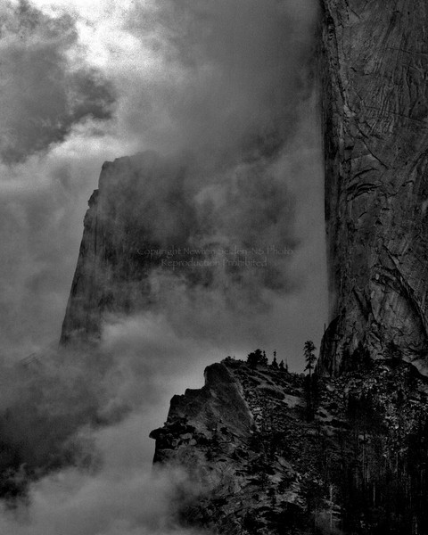 El Capitan Fog Yosemite, California