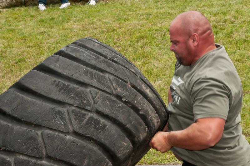 Fitness Revolution Strongman Challenge 2011_ERF4189.jpg
