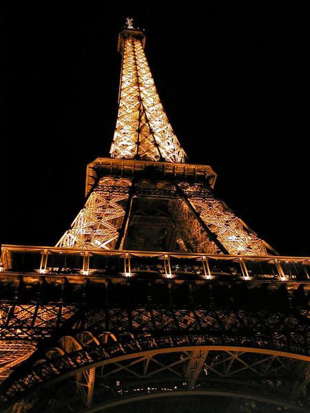 *Eiffel_Tower-illuminated.JPG