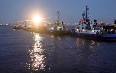 2010 04 16 Luxusschiff Eclipse auf Probefahrt in Hamburg