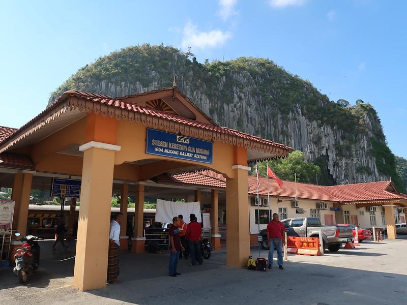 IMG_4997-gua-musang-station.JPG