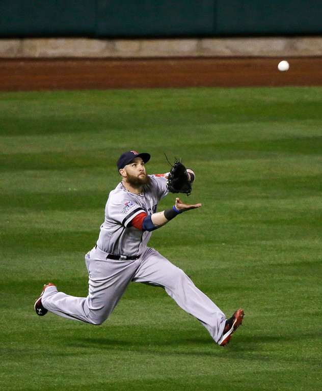 . Boston Red Sox left fielder Jonny Gomes catches a fly ball by St. Louis Cardinals right fielder Carlos Beltran during the fifth inning of Game 4 of baseball\'s World Series Sunday, Oct. 27, 2013, in St. Louis. (AP Photo/Charlie Neibergall)