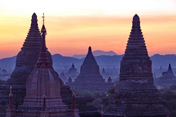 Plaine des 1000 pagodes vue du Mi-Nyein-Gon