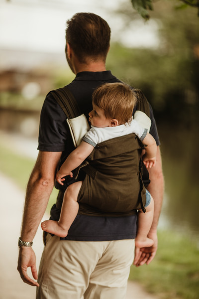 Izmi_Baby_Carrier_Olive_Lifestyle_Back_Carry_Comfort_Set.jpg