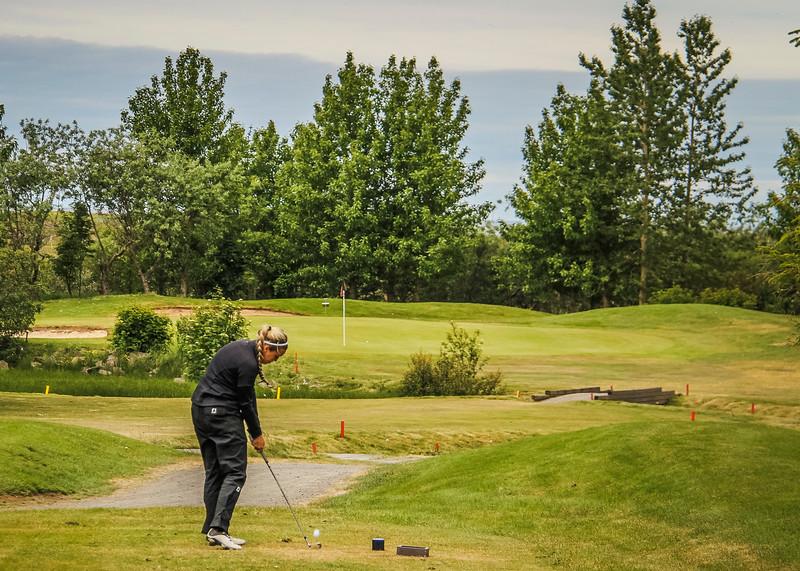 Saga Traustadóttir, GR, slær hér á 3. teig á Garðavelli.  Mynd/seth@golf.is
