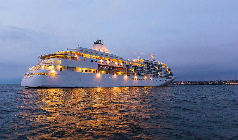 BalticCruise-Day06-Visby-ShipShoreNight-1645.jpg