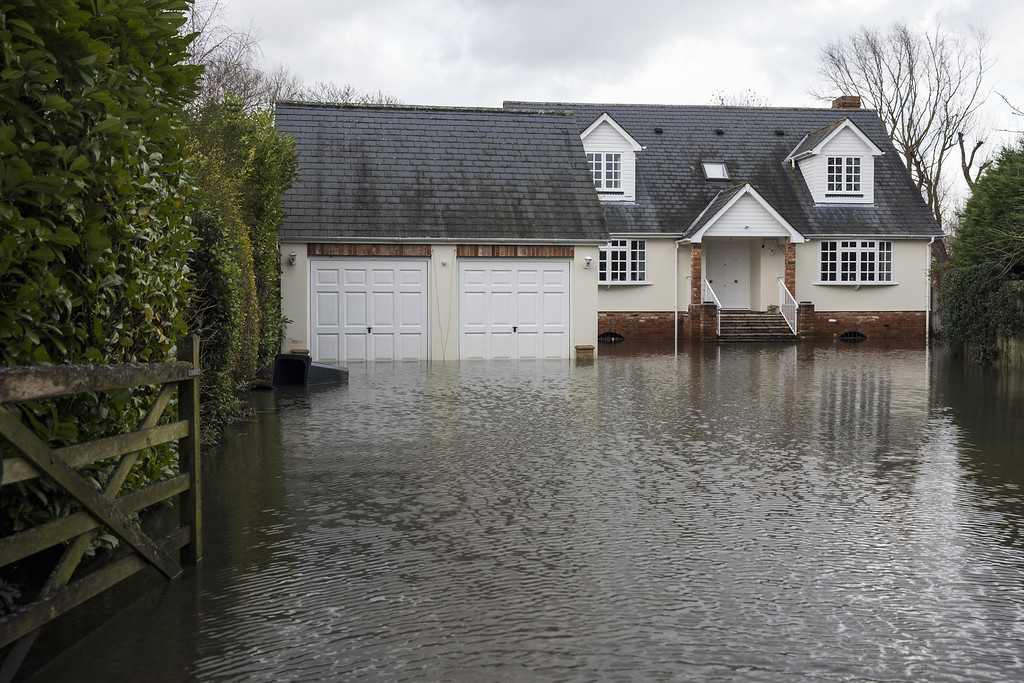 . A large house near the River Thames is surrounded by flood water on February 13, 2014 in Wargrave, England.The Environment Agency continues to issue severe flood warnings for a number of areas on the River Thames in the commuter belt west of London. With heavier rains forecast, people are preparing for the water levels to rise even further.  (Photo by Oli Scarff/Getty Images)