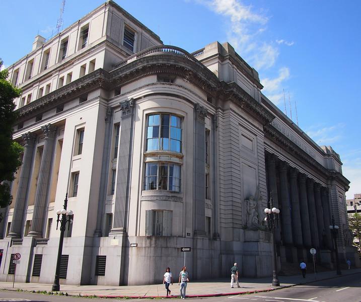 PA244897-bank-of-uruguay.JPG