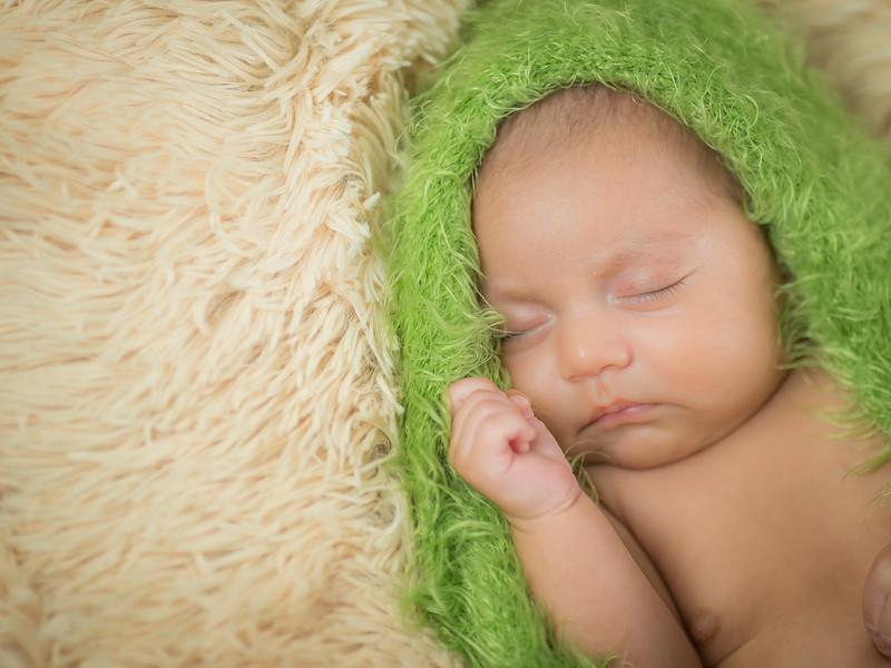 2015.05.08 - Newborn Felipe (9).jpg