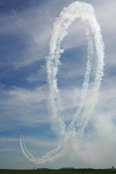 DSC06478-stunt plane loop.jpg