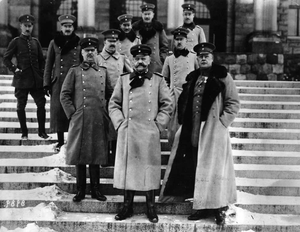 . German general Paul von Hindenburg with his officers, including General Erich Ludendorff (left).  Original Publication: People Disc - HE0241   (Photo by Hulton Archive/Getty Images)