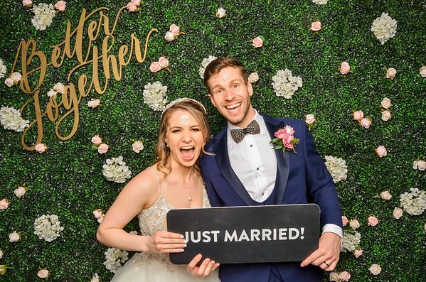 Alexis & Taylor's Wedding Photo Station
