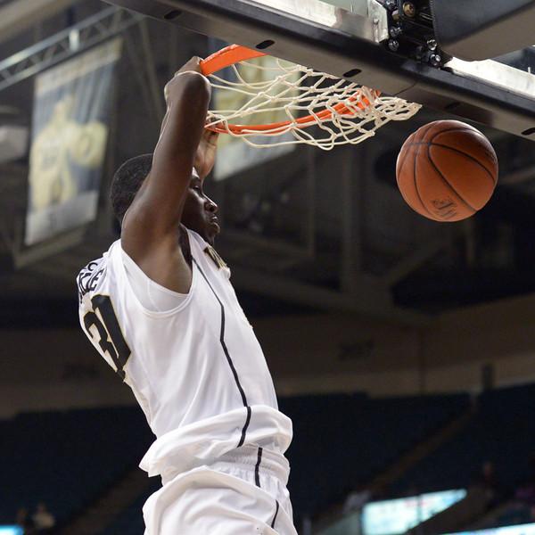 Travis McKie dunk 02.jpg
