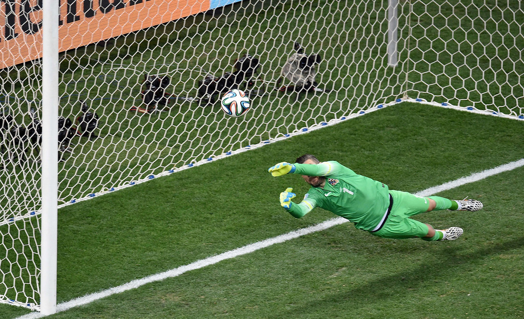 . Croatia\'s goalkeeper Stipe Pletikosa fails to save a penalty from Brazil\'s forward Neymar during a Group A football match between Brazil and Croatia at the Corinthians Arena in Sao Paulo on June 12, 2014, during the 2014 FIFA World Cup.   AFP PHOTO / FRANCOIS XAVIER MARIT/AFP/Getty Images