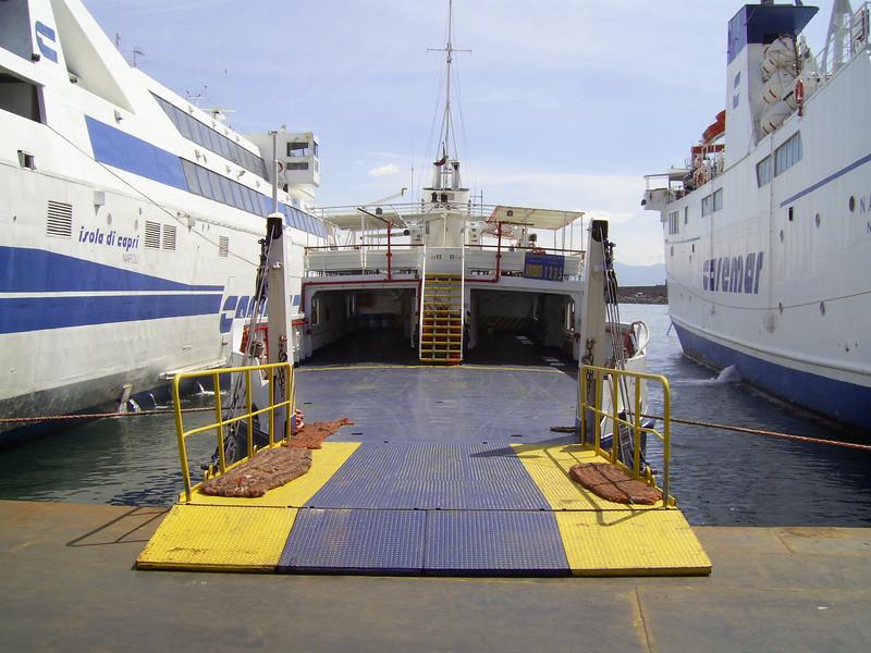 2007 - F/B ALA in Napoli, waiting to embark to Sorrento.