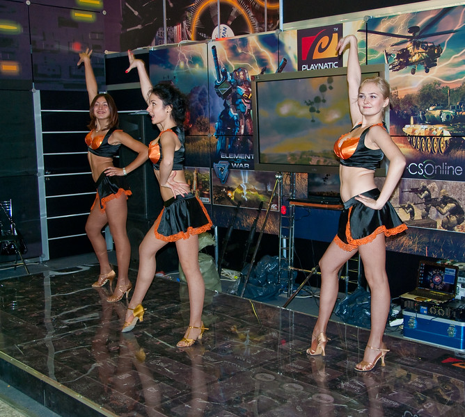 Dancing girls at Igromir 2009