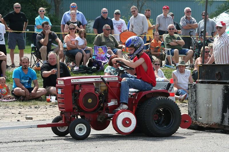 St. Paul Park tractor pull 2013 031.JPG