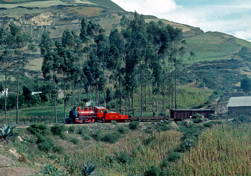 July 1976.  I have no idea where this is other than it is somewhere up the hill from Bucay.  A brightly painted outside frame mike handles a short freight.